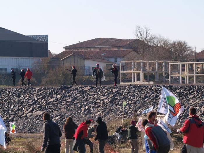 Goizean pasako dira epailearen aurretik AHTren kontrako manifestazioan atxilotutako zortzi lagunak